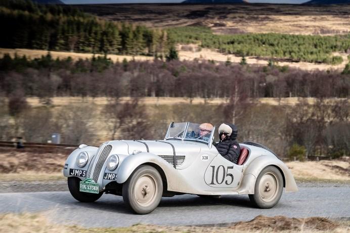 """""""Rally the Globe""""-Gründungsmitglieder Gavin und Diana Henderson auf einem 1939er Fraser Nash BMW 328. Foto: Auto-Medienportal.Net/Rally the Globe"""
