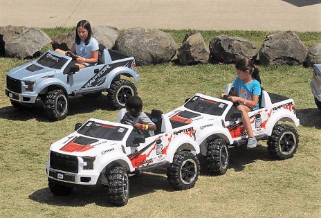 Elektrische Raptor-Modelle für Kinder machten viel Spaß