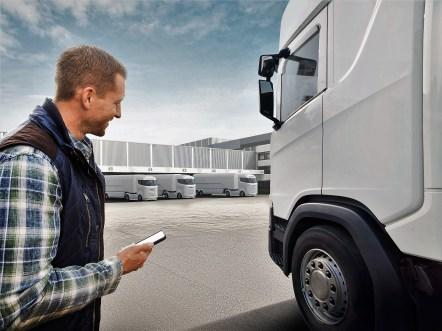 Die Lösung funktioniert laut Bosch auch bei Lastwagen und ganzen Nutzfahrzeugflotten, was Disponenten und Spediteuren die Arbeit erleichtert. Foto: Auto-Medienportal.Net/Bosch