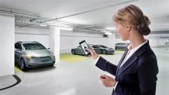 Die Smartphone-App Perfectly Keyless von Bosch öffnet und schließt das Fahrzeug und startet den Motor. Foto: Auto-Medienportal.Net/Bosch