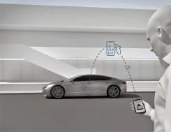 Fest im Auto eingebaute Sensoren erkennen das Smartphone des Besitzers so sicher wie einen Fingerabdruck und öffnen das Fahrzeug nur für ihn. Foto: Auto-Medienportal.Net/Bosch
