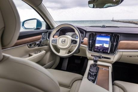 Komfort-Cockpit heute: Der S90 genügt hohen Ansprüchen des verwöhnten Kunden unserer Tage. © Volvo