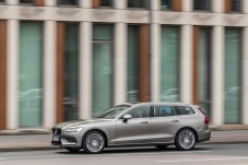 Der typische Fahrer eines V60 ist noch jung und leicht verspielt. Er braucht den Platz für die Familie und die Freizeit-Aktivitäten, greift aber noch nicht zum größeren V90. © Volvo