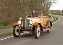 Bewundernde Blicke am Rande der Rallye Hessen-Thüringen: Der Opel 8/25 PS aus dem Jahre 1920. Foto: Auto-Medienportal.Net/Opel