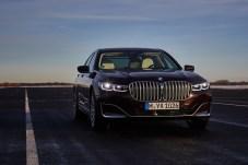 Die wuchtige BMW-Niere verleiht dem gelifteten 7er einen imposanten Auftritt. © BMW