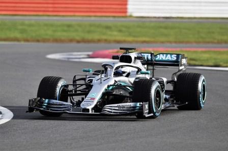 Wegen der erheblichen Änderungen im Technischen Reglement für die Formel 1-Saison 2019 wurden am neuen Mercedes-AMG F1 einschneidende Veränderungen vorgenommen. Vorwiegend an der Aerodynamik. Hier Valtteri Bottas im Mercedes-AMG F1 W10 EQ Power+. Foto: Auto-Medienportal.Net/Daimler.