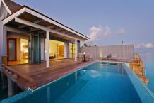 Wasservilla mit Pool. © Universal Resorts Maldives