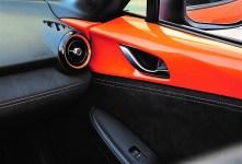Das markante Orange findet sich auch an den Bremssätteln von Brembo (vorn) und Nissin (hinten) sowie an den Recaro-Sitzen, der Türverkleidung, der Armaturentafel und dem Schalthebel. Foto: Auto-Medienportal.Net/Mazda