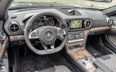 Beim Blick ins Fahrzeuginnere fällt das designo Leder tundrabraun pearl mit seiner metallisch schimmernden Oberfläche ins Auge. © Daimler