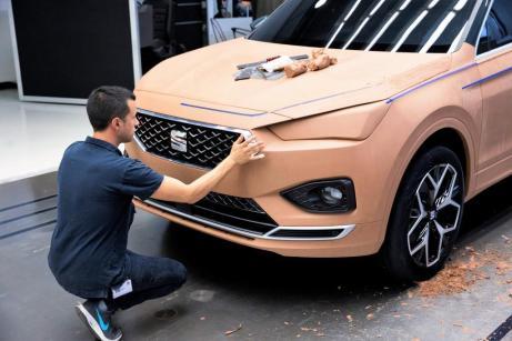 In Handarbeit werden die Fahrzeuge in Originalgröße gebaut. © Seat
