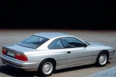 Die dezente Keilform des Fahrzeugs erhält durch die fehlende B-Säule eine elegant langgestreckte Optik. © BMW