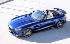 Das Hochleistungscabrio mit dreilagigem Stoffverdeck bietet einen V8-Biturbomotor und ein verstellbares Gewindefahrwerk mit aktiver Hinterachslenkung. Foto: Auto-Medienportal.Net/Daimler