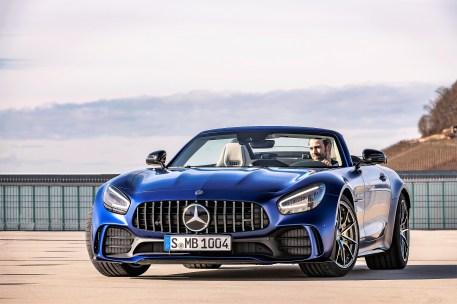 Die vorderen Kotflügel sind ebenfalls aus Carbon und verbreitern den AMG GT R Roadster vorn um insgesamt 46 Millimeter im Vergleich zum AMG GT bzw. AMG GT S Roadster. Foto: Auto-Medienportal.Net/Daimler