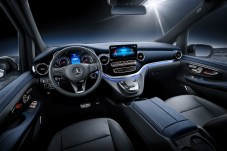 Willkommen daheim: Bis auf die EQ-typischen Anzeigen ist das Innere des Konzeptfahrzeugs V-Klasse pur. © Daimler