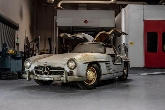 """Der Mercedes-Benz 300 SL """"Gullwing"""" (W 198) wurde von Mercedes 2018 aus einer Garage übernommen. © Mercedes-Benz"""