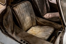 Das Fahrzeug ist komplett original: beispielsweise die Karosserie, die Glaskomponenten oder die Innenausstattung in grauem Leder. © Mercedes-Benz