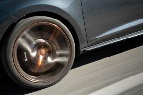 Verzögert wird mit der leistungsstarken Brembo-Bremsanlage. © Cupra