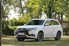 Das schicke Innen- und Außendesign sowie hochwertige Ausstattungsmerkmale unterstreichen die Qualitäten des Outlander Plug-in Hybrid als souveräner Familien- und Reise-SUV. © Mitsubishi