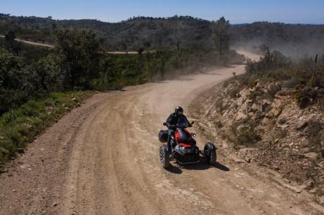 """Ein bisschen stauben darf es, wenn man mit dem Can-Am Ryker Rally Edition unterwegs ist. Ein zusätzlicher """"Rally-Mode"""" erlaubt geübten Fahrern sogar kontrollierte Drifts. © Can-Am"""