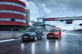 """Transit Custom, Connect und Courier sind ab sofort als """"Sport"""" mit Rennstreifen erhältlich. Foto: Auto-Medienportal.Net/Ford"""