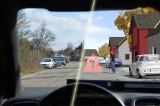 Wie erkennen Radar, Lidar oder Kameras Verkehrsschilder und andere Verkehrsteilnehmer auch bei Dunkelheit, Nebel, Schnee oder Regen? Foto: Auto-Medienportal.Net/IPG Automotive