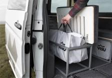 """Stauraum bietet Sitka unter den Sitzbänken, in Form der Packtaschen mit dem beziehungsreichen Namen """"Tashka"""". Foto: Auto-Medienportal.Net/Visu Sitka"""