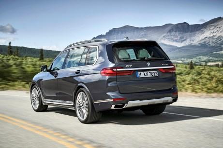 Hinter der (serienmäßigen) dritten Reihe verfügt der X7 noch über ein bisschen Kofferraum. Im Vergleich dazu bieten echte amerikanische Full-Size-SUVs deutlich mehr. © BMW