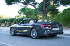 In nur 15 Sekunden ist das Verdeck per Knopfdruck geöffnet oder verschlossen, und zwar bei Geschwindigkeiten bis zu 50 km/h.Foto: Auto-Medienportal.Net/BMW