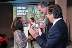 Alicia Sornosa wird in einer öffentlichen Zeremonie von König Felipe VI empfangen.
