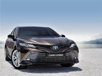 Ein 2,5-l-Benziner ohne Turbo arbeitet mit einem Elektromotor zusammen, das Ergebnis ihrer Kooperation wird via CVT-Getriebe an die Vorderachse ausgehändigt. © Toyota