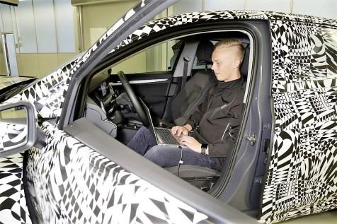 Volkswagen Golf, die achte: Der Fotograf hat geschickt verhindert, dass die überraschend neu gestaltete Armaturentafle sichtbar wird. Foto: Auto-Medienportal.Net/Volkswagen