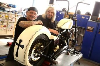 Dieses Chicano-Style-Custombike ist ein Unikat. Angefertigt wurde es auf Basis einer Softail von Harley-Davidson Würzburg Village. Ende Juni 2019 wird es an Papst Franziskus übergeben. © Studio 1 für Harley-Davidson Würzburg Village
