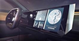 """Der Wechsel vom manuellen Fahrmodus """"ID. Drive"""" in den vollautomatisierten Modus """"ID. Pilot"""" ist einfach: Der Fahrer legt eine Hand für mindestens fünf Sekunden auf das VW-Zeichen im Lenkrad. Dann übernimmt der Computer die Steuerung. Foto: Auto-Medienportal.Net/Volkswagen"""