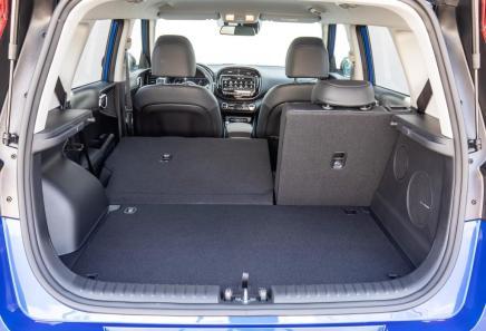 Der Kofferraum mit einem Volumen von 315 bis 1339 Litern liegt in etwa auf Golf-Niveau. © Kia