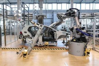 Bis ein e-Golf den ersten Kilometer fährt, wird deutlich mehr CO2 ausgestoßen als bei einem TDI-Modell. © VW