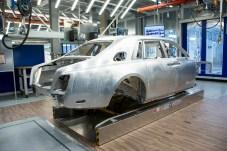 Fast fertig: Eine Phantom-Karosse kurz vor dem Transport zur KTL-Beschichtung. © Rolls-Royce