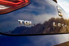 Ist der CNG-Tank leer, schaltet das Auto automatisch auf Benzin als Reservekraftstoff um – ohne dass der Fahrer etwas davon mitbekommt. Foto: seat