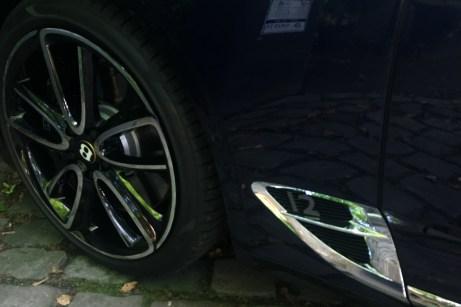 """Klare Ansagen: Das Bentley-""""B"""" zeigt sich selbstbewusst auch im Zentrum der Felgen, und die """"12"""" steht für die hohe Zylinder-Zahl. © Frank Zobel-Tomita"""