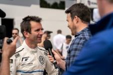 Rennfahrer Romain Dumas nach der Rekordfahrt des ID.R. Foto: Auto-Medienportal.Net/Volkswagen