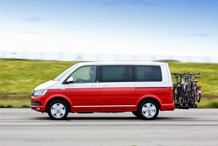 VW Multivan mit Fahrradträger VeloSpace XT 3 von Thule auf der Teststrecke. Foto: Auto-Medienportal.Net/ADAC