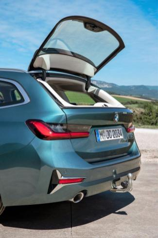 Nützliches Detail: Zum Einladen kleinteiliger Ladung lässt sich das Heckfenster separat öffnen. © BMW