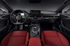 Deutlich aufgewertet und modernisiert: das Interieur des Audi S4. © Audi