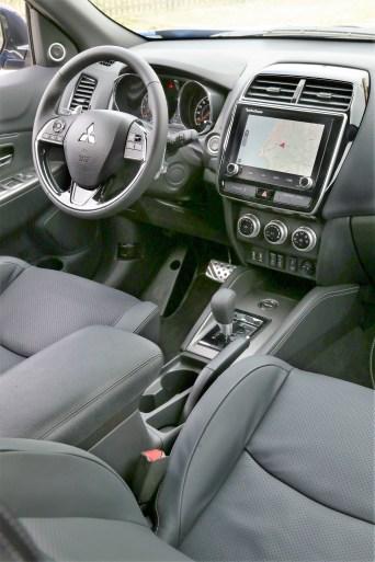 Überarbeitetes Cockpit mit größerem 8-Zoll-Display. © Mitsubishi