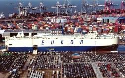 Car-Carrier von Eukor in Brmerhaven. Foto: Auto-Medienportal.Net/bremerports