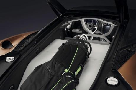 Sogar ein Golfbag passt in den Supersportwagen. Angeblich ein großer Wunsch der Kunden, heißt es bei McLaren. © McLaren
