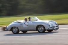 Mit nur 75 PS und einem Sound wie ein VW Käfer ist dieser Oldie unterwegs: Ein Porsche 356 A 1600 Super Speedster aus dem Baujahr 1958. © Porsche
