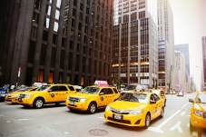 Hallo Taxi: Die weltberühmten Yellow Cabs prägen das Stadtbild New Yorks. © Life-of-Pix / pixabay.com