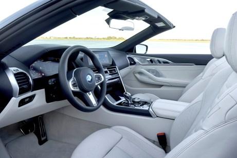 """Klarer Luxus: das sportlich-elegante Cockpit des """"Achters"""". © BMW"""