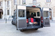 Weit öffnende Hecktüren machen den Gepäcktransport leicht.