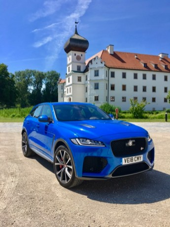 Sportwagen müssen nicht flach sein. Sie können auch kantig, quadratisch und hoch sein. Wie zum Beispiel der Jaguar F-Pace SVR. © Klaus H. Frank